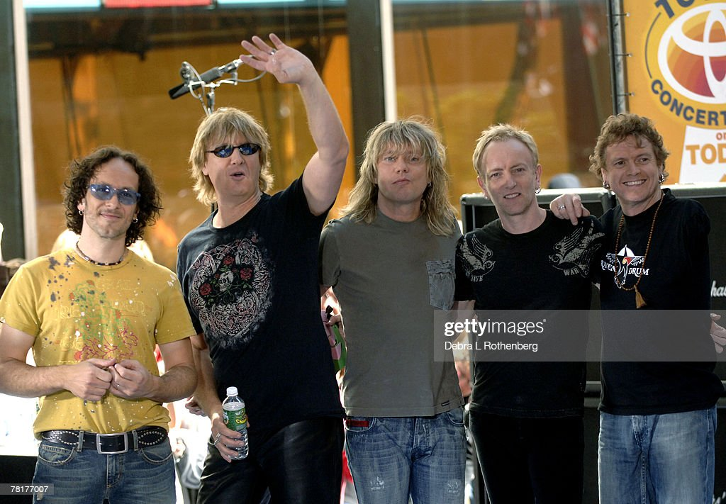 "Bryan Adams and Def Leppard Perform on the 2005 ""Today"" Show Summer Concert Series : ニュース写真"