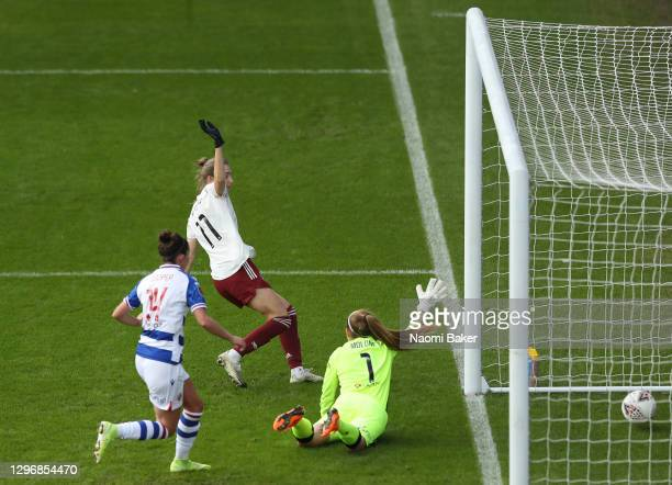 Vivianne Miedema of Arsenal Women scores their team's first goal past Grace Moloney of Reading Women during the Barclays FA Women's Super League...
