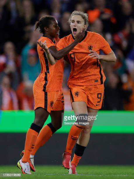 Vivianne Miedema of Holland Women celebrates 1-1 with Lineth Beerensteyn of Holland Women during the World Cup Qualifier Women match between Holland...