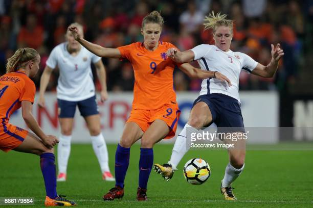 Vivianne Miedema of Holland Women Elise Thorsnes of Norway Women during the World Cup Qualifier Women match between Holland v Norway at the...