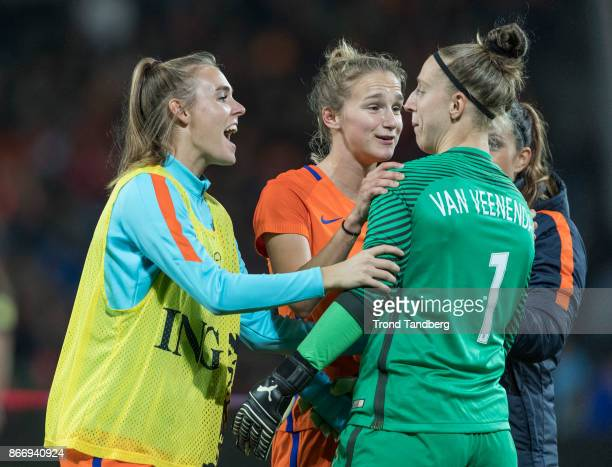 Vivianne Miedema Sari van Veenendaal of Netherland during the FIFA 2018 World Cup Qualifier between Netherland and Norway at Noordlease Stadion on...
