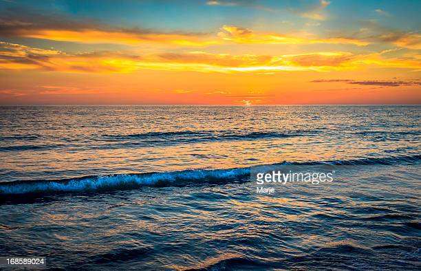 vivid ocean sunset - vibrant colors - anna maria island stock pictures, royalty-free photos & images