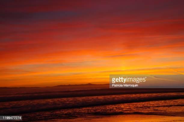 vivid ventura beach sunset - ベンチュラ市 ストックフォトと画像