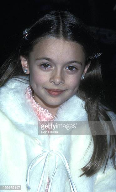 Vivien Cardone attends the world premiere of 'A Beautiful Mind' on December 13 2001 at the Academy Theater in Beverly Hills California