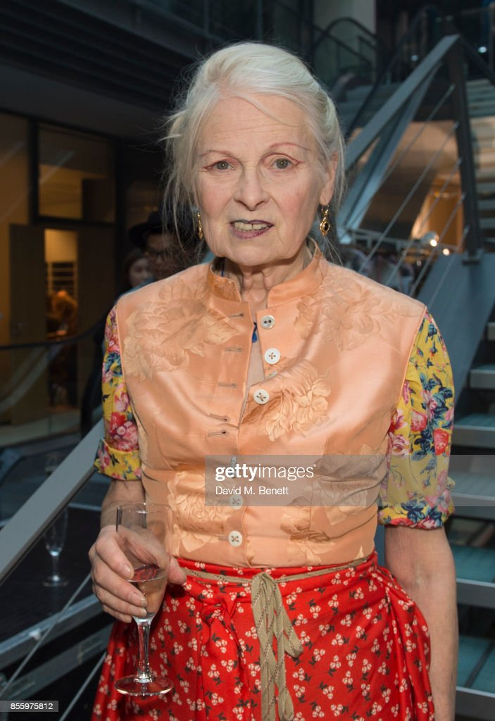 Vivienne Westwood : Backstage - Paris Fashion Week Womenswear Spring/Summer 2018