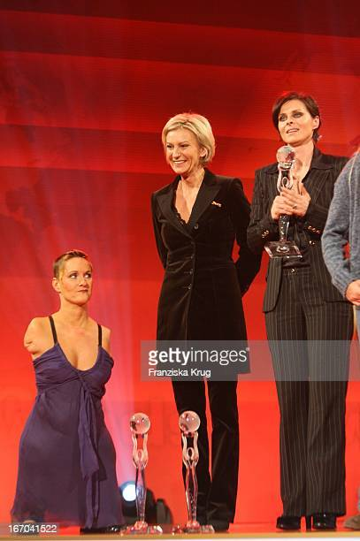 Vl Alison Lapper Sabine Christiansen Und Lisa Stansfield Bei Der Verleihung Der 'Women'S World Awards' In Der Media City In Leipzig Am 291105