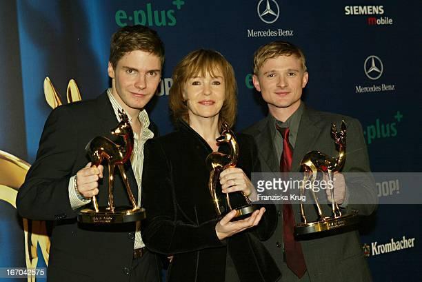 """Daniel Brühl, Katrin Sass Und Florian Lukas Bei Der Verleihung Des Medienpreis """"Bambi"""" In Hamburg Am 271103 ."""