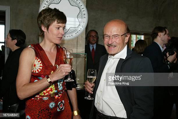 Dorothea Sihler Und Regisseur Volker Schlöndorff Bei Der Verleihung Des Montblanc De La Culture Arts Patronage Award 2003 Im Palais Lichtenaau In...