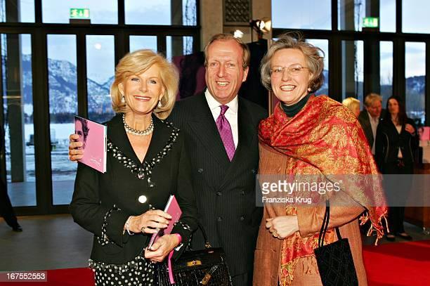Elisabeth Prinzessin Von Sachsen Weimar Graf Von Spreti Und Hildegard Adamec Bei Der Premiere Des Musicals Ludwig 2 Im Festspielhaus In...