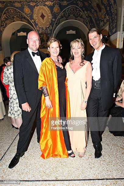 """Vl Jens Schniedenharn, Suzanne Von Borsody Und Lisa Fitz Und Peter Knirsch Bei Der Verleihung Des """"Bayerischen Fernsehpreises"""" Im..."""