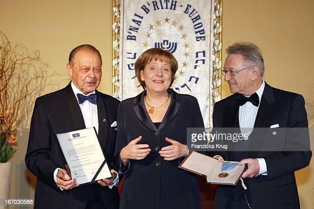 Vl Josef H Domberger Bundeskanzlerin Angela Merkel Und Reinold Simon Bei Der Verleihung Des B'Nai B'Rith Europe Award Of Merit Im Mariott Hotel In...
