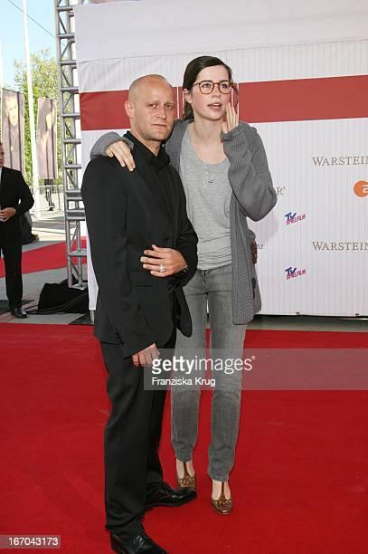 """Vl. Jürgen Vogel Und Nora Tschirner Bei Der Ankunft Zum Deutschen Filmpreis 2007 """"Lola"""" In Berlin ."""