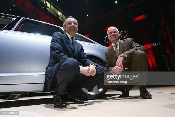 Leiter Design Audi Ag Walter De Silva Und Leiter Entwickler Fahrwerk Versuchsfahrzeugbau Audi Ag Michael Dieck Bei Der Weltpremiere Des Neuen Audi A6...