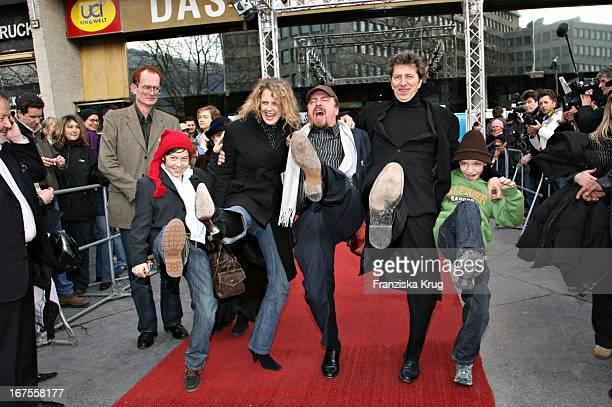 Vl Manuel Steitz Barbara Schöneberger Armin Rohde Rufus Beck Martin Stührk Bei Der 'Der Räuber Hotzenplotz' Premiere Bei Der Berlinale Am 120206
