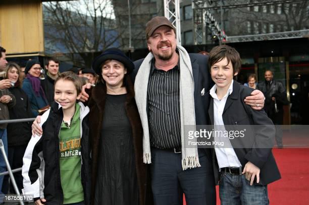 Vl Martin Stührk Katharina Thalbach Armin Rohde Manuel Steitz Bei Der 'Der Räuber Hotzenplotz' Premiere Bei Der Berlinale Am 120206