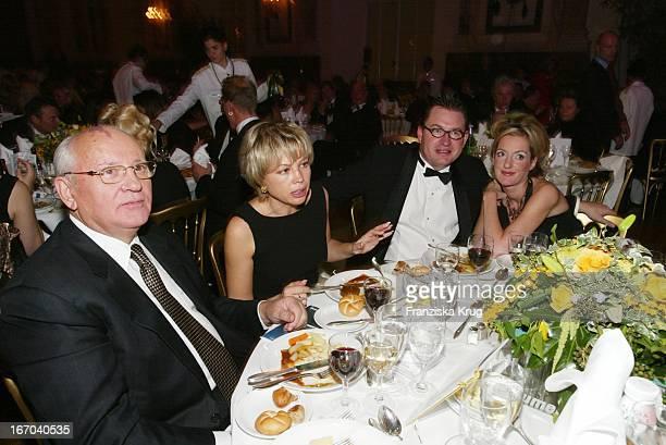 Michail Gorbatschow Mit Tochter Irina Bild Chefredakteur Kai Diekmann Und Ehefrau Katja Kessler Bei Men'S World Awards In Wiener Hofburg 021102