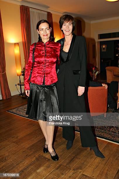 Moderatorin Iha Von Der Schulenburg Und Sandra Maahn Bei Der Verleihung Des Couple Of The Year 2005 Im Hotel Louis C Jacobs Von Der Zeitschrift Gala...