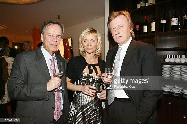 Prof Dr Dieter Stolte Christiane Gerboth Und Hans Ulrich Jörges Bei Der 4 Verleihung Des BuntePreises Impression 2005 Die Wichtigste Frau Des Jahres...