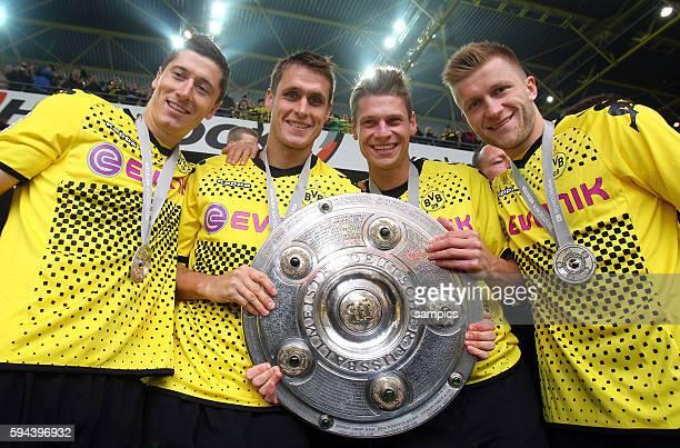V.l. Robert Lewandowski Borussia Dortmund , Sebastian Kehl Borussia Dortmund Lukasz Piszczek Borussia Dortmund und Jakub Blaszczykowski Kuba Borussia...