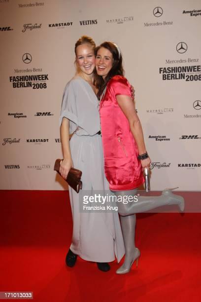 Vl Schauspielerin Esther Seibt Und Moderatorin Mareile Höppner Bei Der UnrathStrano Fashionshow Im Postbahnhof Bei Der Mercedes Benz Fashion Week In...