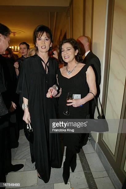 Schauspielerinnen Iris Berben Und Hannelore Elsner Bei Der Benefiz Veranstaltung Cinema For Peace Im Konzerthaus Am Rande Der Berlinale