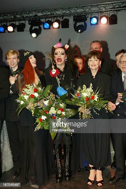 Sängerin Milva Nina Hagen Und Angelica Domröse Bei Der Verleihung Des Bz Kulturpreis In Berlin Am 270104