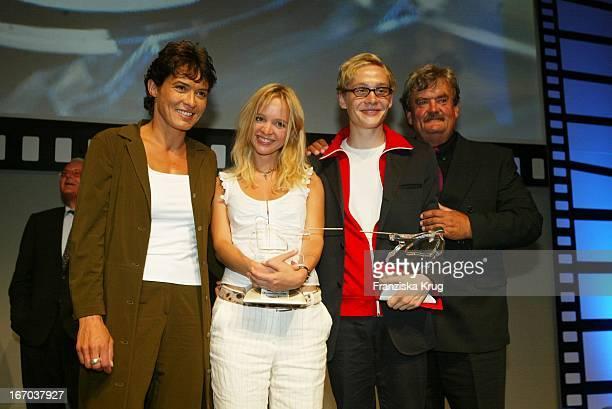 Ulrike Folkrerts Johanna Klante Matthias Schweghoefer Gerhard Olschewski Bei Der Verleihung Des Studio Hamburg Nachwuchspreis 2002 Und Des Günther...