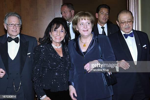 Vl Unternehmerin Regine Sixt Und Bundeskanzlerin Angela Merkel Bei Der Verleihung Des B'Nai B'Rith Europe Award Of Merit Im Mariott Hotel In Berlin...