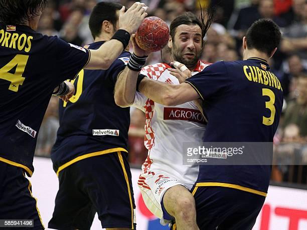Viran MORROS , Gedeon GUARDIOLA , Ivano BALIC , Eduardo GUBINDO Handball Männer Europameisterschaft 2012 in Serbien Hauptrunde : Spanien - Kroatien...