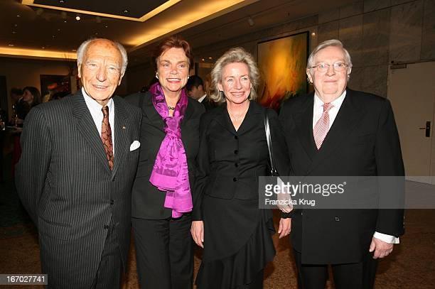 Walter Scheel Mit Ehefrau Barbara Angelika JahrStilcken Und Ehemann Rudolf Stilcken Bei Der Verleihung Der 'FamilienManagerin 2005' Im Hotel...