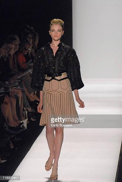 Vlada Roslyakova wearing Carolina Herrera Spring 2007