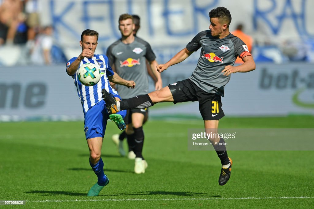 Vladimir Darida (L) of Berlin and Diego Demme of Leipzig fight for the ball during the Bundesliga match between Hertha BSC and RB Leipzig at Olympiastadion on May 12, 2018 in Berlin, Germany.