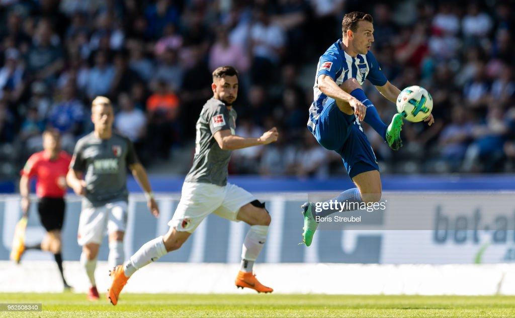 Hertha BSC v FC Augsburg - Bundesliga : Nachrichtenfoto