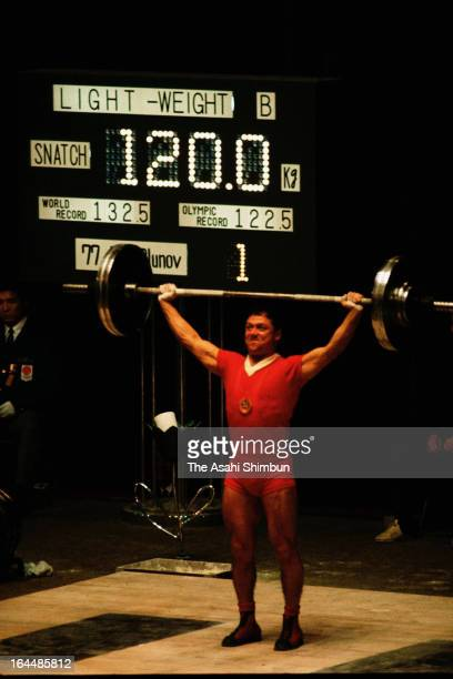 Vladimir Kaplunov of Soviet Union competes in the Weightlifting Men's Lightweight during Tokyo Olympic at Shibuya Kokaido Hall on October 13 1964 in...