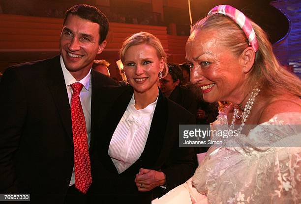 Vladimir Klitschko Veronica Ferres and Angela von Hohenzollern attend the United People Charity Night 2007 on September 21 2007 in Munich Germany