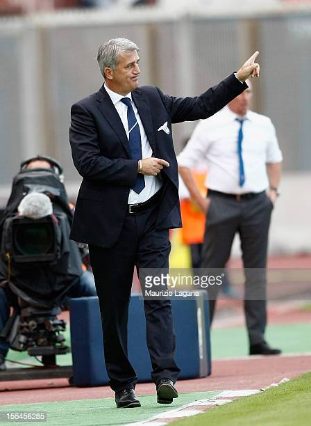Vladimir Petkovic head coach of Lazio gestures during the Serie A match between Calcio Catania and SS Lazio at Stadio Angelo Massimino on November 4...