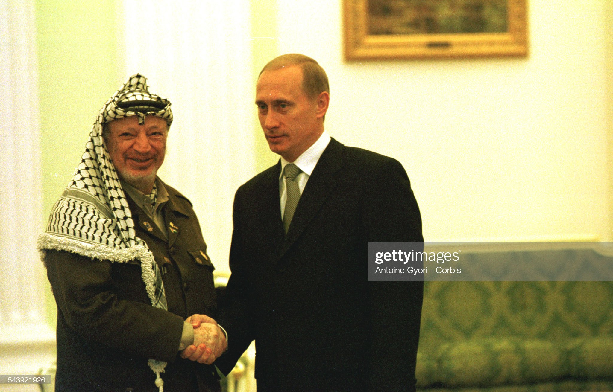 ¿Cuánto mide Vladimir Putin? - Altura - Real height Vladimir-putin-and-yasser-arafat-shake-hands-at-the-kremlin-picture-id543921926?s=2048x2048