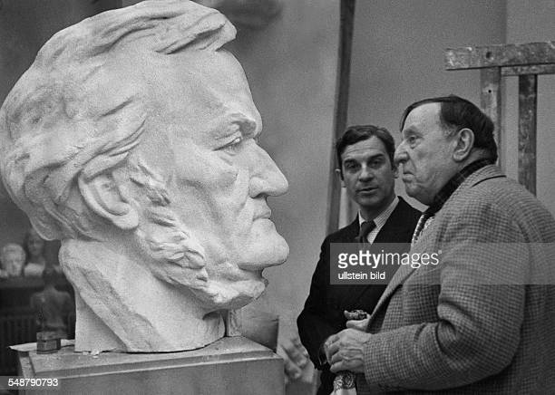 Vlaminck Maurice de Painter Author Graphic Artist France *04041876 in the Studio of Arno Breker with the sculptor Belmondo in front of a Wagner bust...