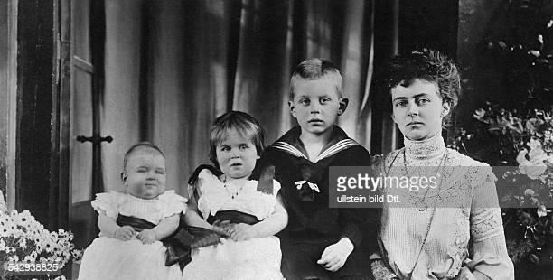 vli das jüngste Kind der Großherzogin Elisabeth von Oldenburg Altburg Olga Marie Mathilde Herzogin Ingeborg Erbgroßherzog Nikolaus und die Herzogin...