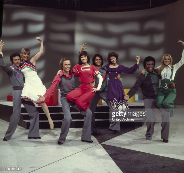 V.links: SILVIO FRANCESCO, VIVI BACH, PETER KRAUS, MARY ROOS, COSTA CORDALIS, SU KRAMER, ROBERTO BLANCO, PEGGY MARCH, Auftritt in der ZDF-Show ' 8 x...