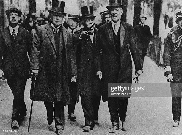 V.l.n.r: David Lloyd George , Georges Clemenceau und Woodrow Wilson auf dem Weg zu den Friedensver-handlungen- 1919