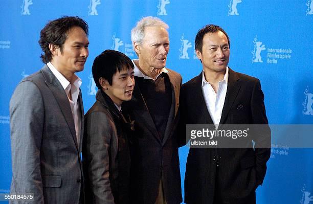 Schauspieler Tsuyoshi Ihara Schauspieler Kazunari Ninomiya Regisseur Clint Eastwood und Schauspieler Ken Watanabe während der Präsentation des Films...
