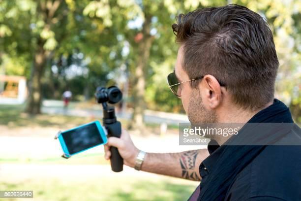 vloggerin machen ein video - video call stock-fotos und bilder