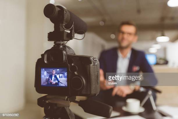 vlogger recording content on camera - photographic equipment stock pictures, royalty-free photos & images