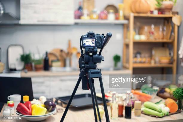 vlogging in kitchen - vlogging stock pictures, royalty-free photos & images