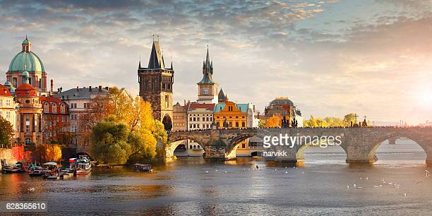 vltava river and charles bridge in prague - prag stock-fotos und bilder
