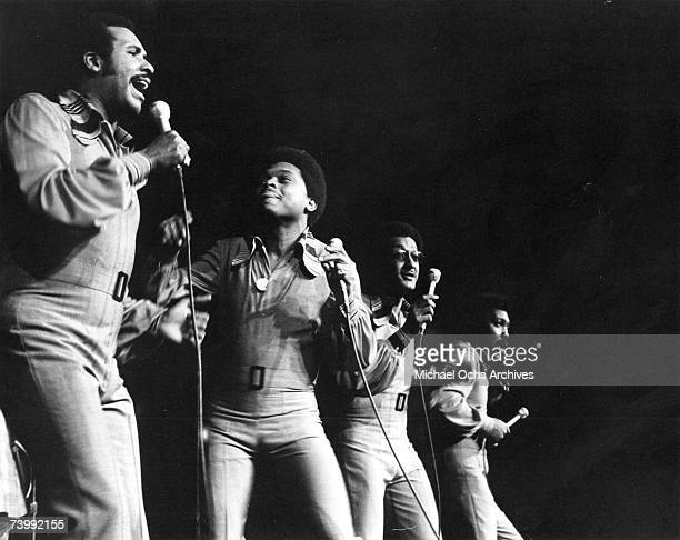 B vocal group The Four Tops perform onstage at Madison Square Garden in circa 1975 in New York City New York Levi Stubbs Ronaldo Obie Benson Abdul...