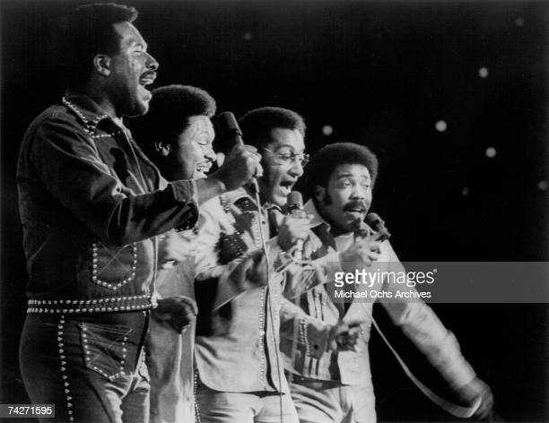 B vocal group The Four Tops perform onstage in circa 1975 Levi Stubbs Ronaldo Obie Benson Abdul Duke Fakir Lawrence Payton
