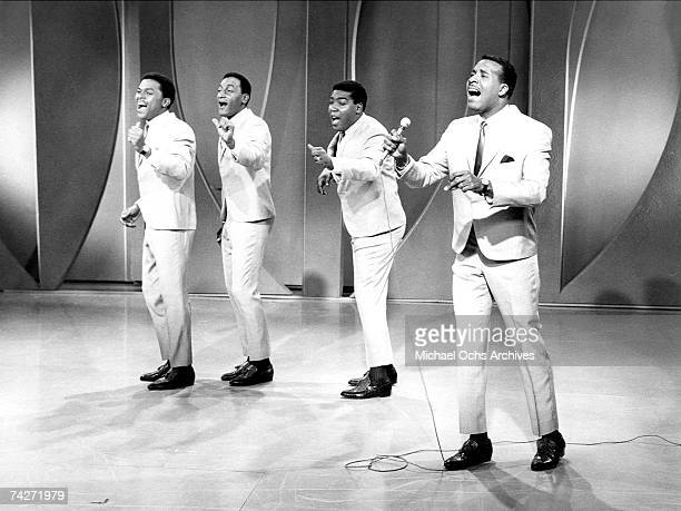 B vocal group The Four Tops performs onstage in circa 1968 Ronaldo Obie Benson Abdul Duke Fakir Lawrence Payton Levi Stubbs