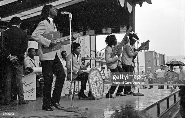 B vocal group The Spinners which included Bobbie Smith Edgar Chico Edwards Billy Henderson Henry Fambrough and Pervis Jackson perform The Beatles'...